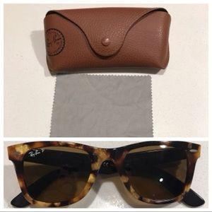 Ray Ban Wayfarer Classic Sunglasses!! Perfect!
